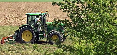 Woede om frezen grond met kieviten