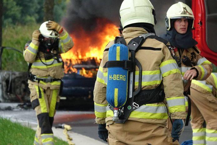 De brandweer in de gemeente Hardenberg moest dinsdagmiddag uitrukken voor een autobrand.