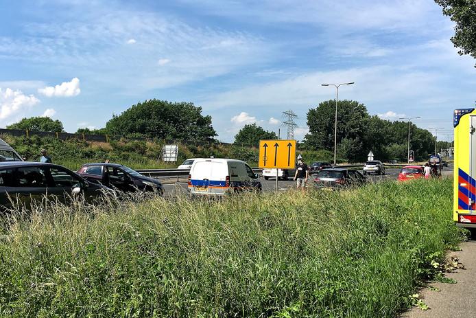 Op de N3 bij Papendrecht is vanmiddag rond 16.30 uur een ongeluk met meerdere voertuigen gebeurd. De vertraging loopt op tot meer dan een halfuur.