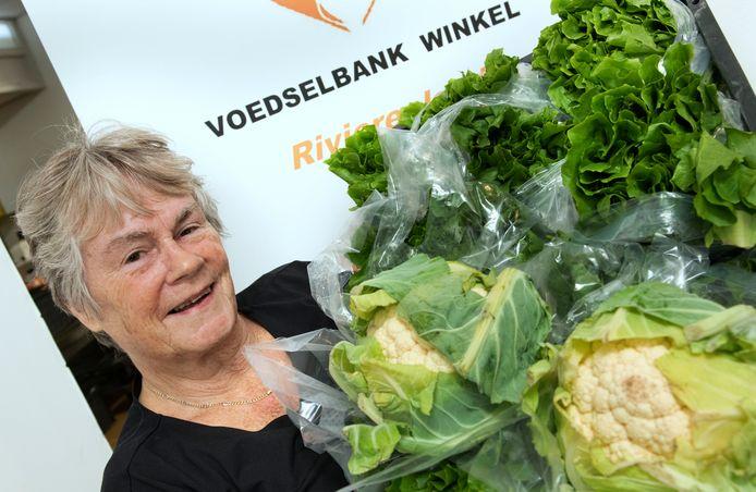 Vrijwilliger Joke Steigerwald van de voedselbank.