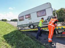 Dé oplossing voor losschietende caravans volgens Bas van Dijk uit Joppe : 'Niet met de buren kletsen tijdens het aankoppelen'