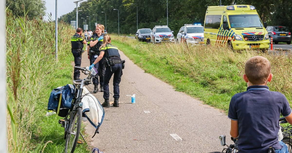 Fietsster raakt zwaargewond bij ongeval op Urk, scooterrijder rijdt door.