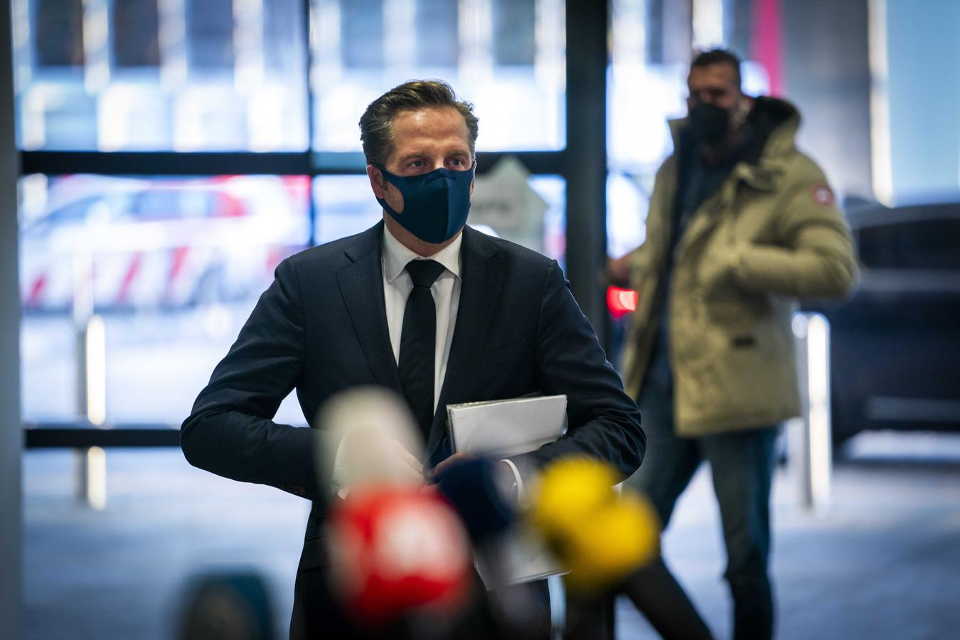 Demissionair minister Hugo de Jonge (Volksgezondheid) arriveert voor het Veiligheidsberaad.