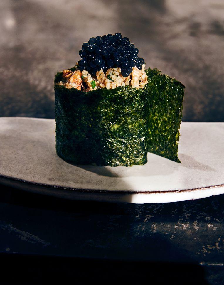 Gunkan sushi krab en imi-kaviaar. Beeld Oof Verschuren