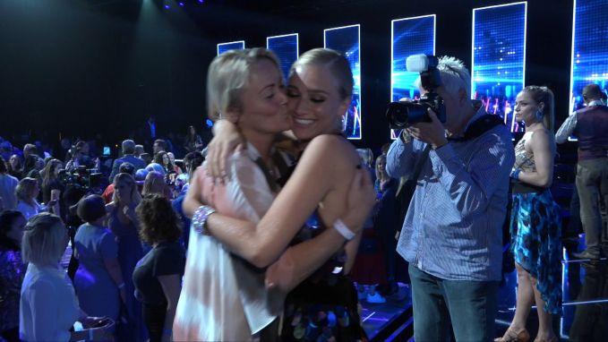 Eva Pauwels supportert voor dochter Julie in 'Dancing With The Stars'