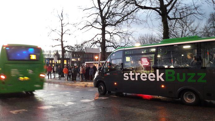 Qbuzz moet zelf op zoek naar passagiers die teveel betalen voor een reis met de vervoersmaatschappij.