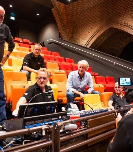 Online en op televisie meekijken met 'uitmarkt' in tv-studio Theaterkerk in Bemmel; kijkje in keuken komend theaterseizoen
