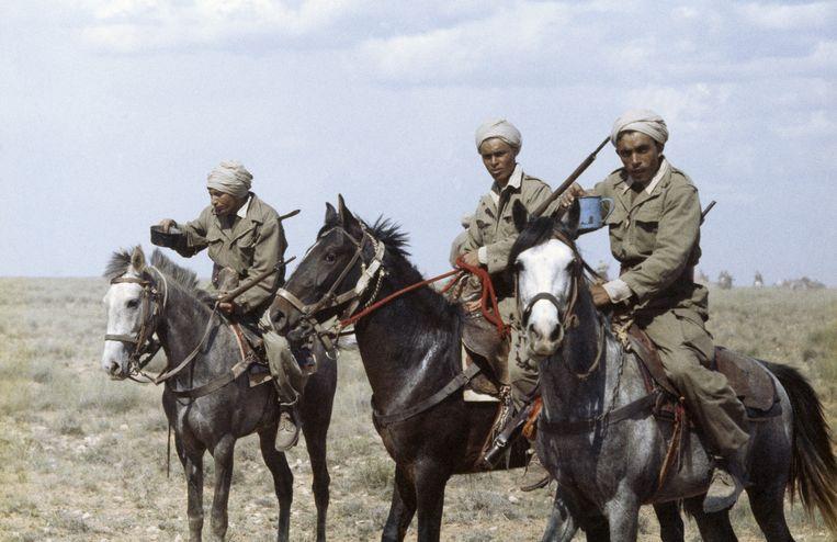 Harki-strijders in Algerije, in 1959, tijdens de oorlog. Beeld Gamma-Rapho via Getty Images