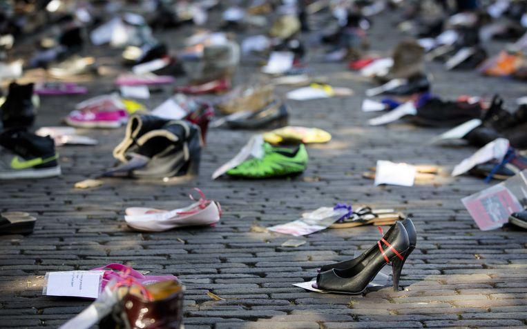 Het Plein in Den Haag staat in 2016 vol met schoenen als een protest voor een betere behandeling van patiënten met de ziekte ME. Beeld ANP