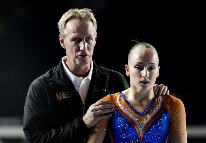 Turncoach Vincent Wevers met dochter Sanne op het WK turnen.