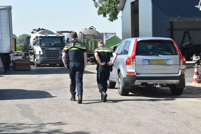 De politie doet opnieuw een inval in Zuilichem.