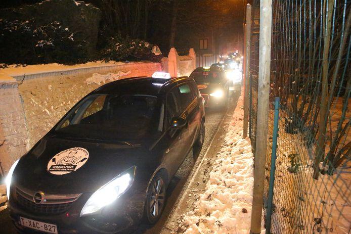 Een lange stoet van wel honderd taxi's reed door de kleine straatjes van Dworp.
