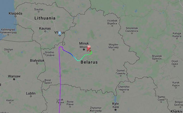 Zo werd de vlucht van Ryanair tussen Athene en Vilnius omgeleid naar Minsk.  Beeld via REUTERS