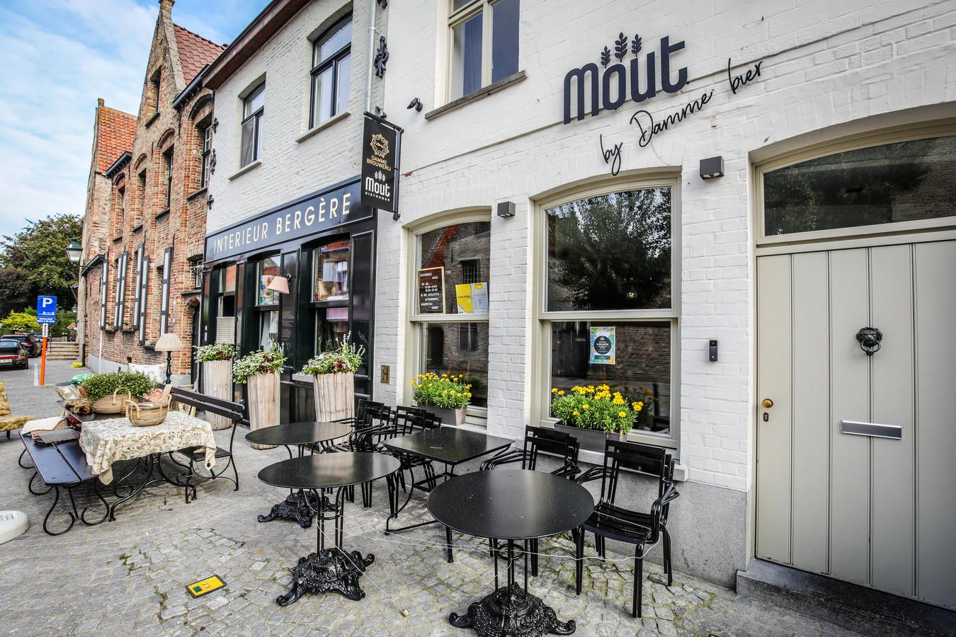 Brouwerij Damme Bier vind je in het pand waar ook bistrobar Mout gevestigd is.