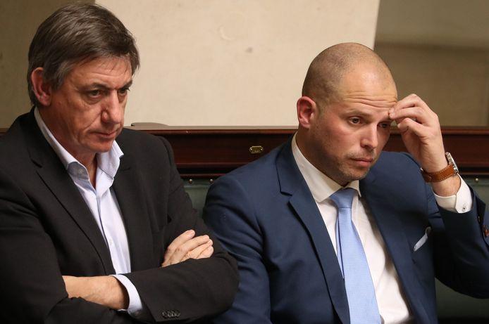 Francken vandaag in de Kamer naast partijgenoot en ex-minister van Binnenlandse Zaken Jan Jambon.