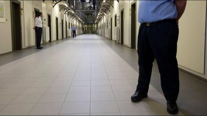 LIVE. Ook gevangenispersoneel krijgt voorrang bij vaccinaties - Scholen opnieuw open en niet-essentiële reizen mogen weer
