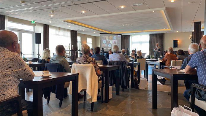 De oesterzaal van restaurant De Grevelingen zat zaterdag ramvol gasten van camping Duinrand.