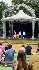 Boyband FOURCE treedt op in het vernieuwde openlucht theater Vrouwenhof in Roosendaal.