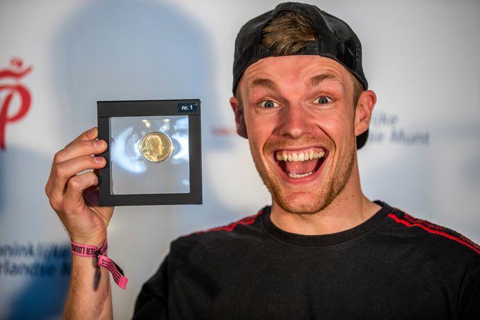 Enzo Knol, is de eerste vlogger voor wie de Koninklijke Nederlandse Munt een eigen munt heeft geslagen.