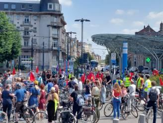 115 fietsers doorkruisen Gent om hongerstakers in Brussel te steunen, actie verloopt rustig