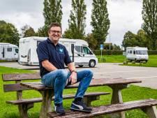 Oud-pontbaas Bert uit Wijhe heeft een baan die je niet vaak hoort: 'Campermakelaar, dat leek mij wel wat'