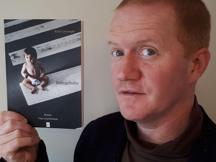 Kobe brengt zijn eerste roman op de markt.