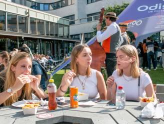 """""""Zo blij dat het gewone studentenleven weer aanbreekt"""": jongeren starten nieuw academiejaar bij Odisee met 'student welcome festival'"""