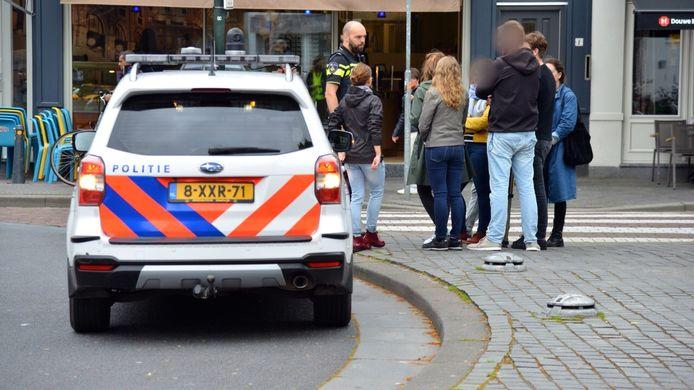 De politie praat met ooggetuigen over het incident in het centrum van Breda.
