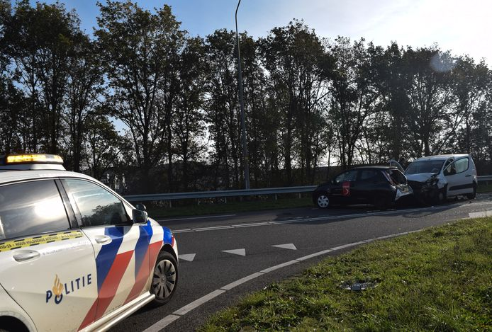 Twee van de in totaal drie betrokken voertuigen op de Europaweg.