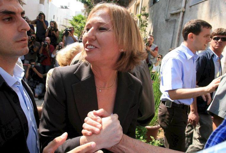 Tzipi Livni ontmoette woensdag fans in Tel Aviv, vlak voor haar uitverkiezing tot partijleider van de adima. FOTO EPA/Pavel Wolberg Beeld