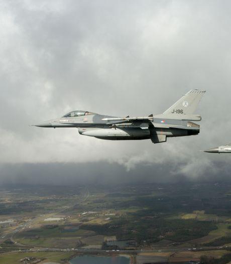 F16's Volkel oefenen luchtgevechten