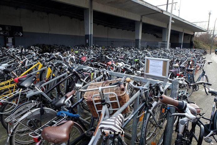 De fietsenstalling aan het station van Mechelen.