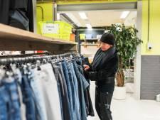 Klant weet kledingbank in Apeldoorn ook na drastisch besluit te vinden