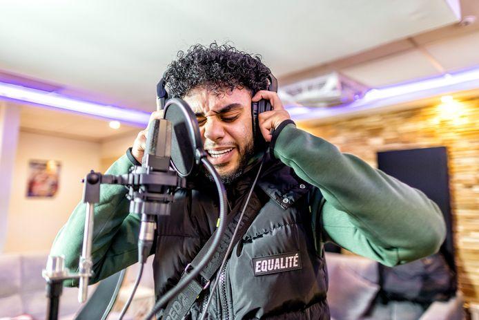 In ruim anderhalf jaar bereikte Anass Ouali, artiestennaam Nass, al meer dan veertig miljoen streams en views op Spotify en YouTube.