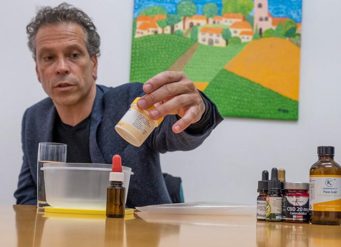 """Philippe Rotthier, thuiskweker van medicinale wiet. ,,Met wat er op de markt is, kan ik niet uit de voeten, zoals zoveel mensen met chronische pijn."""""""