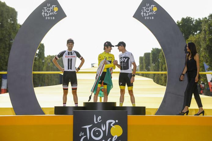 Het podium van de Tour, van links naar rechts Tom Dumoulin, Geraint Thomas en Chris Froome.