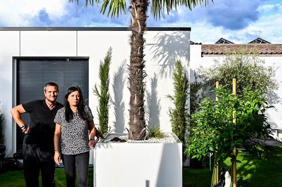 Amara Pieters en haar partner moeten het grootste deel van de aanpassingen aan hun tuin weer wegdoen. Ze zijn er het hart van in.