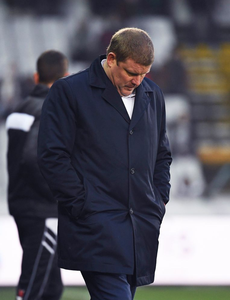 ▶ Na de wedstrijd en tijdens de persconferentie voelde Vanhaezebrouck de bui al hangen. Beeld Photo News