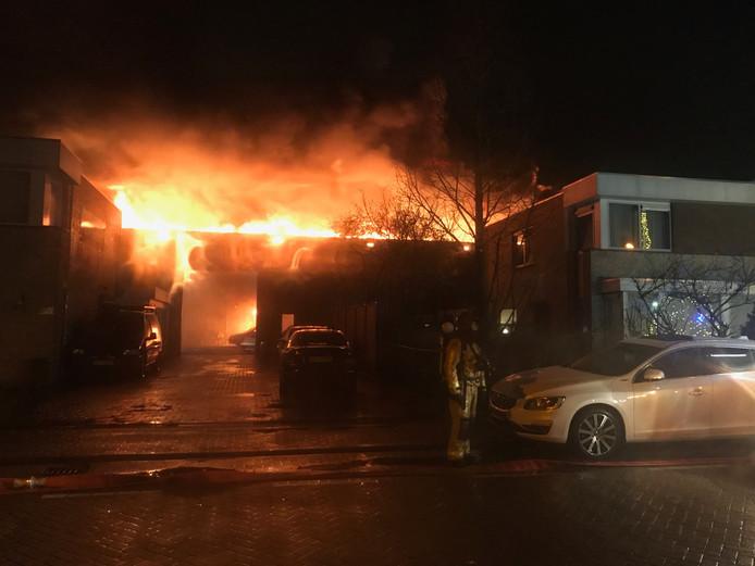 Grote brand bij Autobedrijf van Nu!