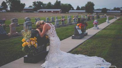 Kippenvel: brandweerman sterft, bruid neemt in trouwkleed afscheid aan zijn zerk