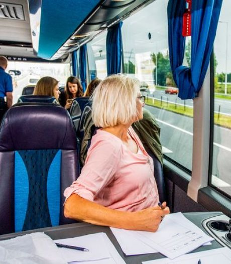 Flinke buit: politie Midden-Nederland deelt 240 bekeuringen uit voor gebruik mobiel in de auto