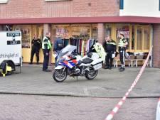 Man zwaait met groot mes in Helmond, politie lost waarschuwingsschot en pakt hem op