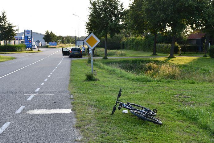 Een fietser is gewond geraakt bij een aanrijding met een auto.