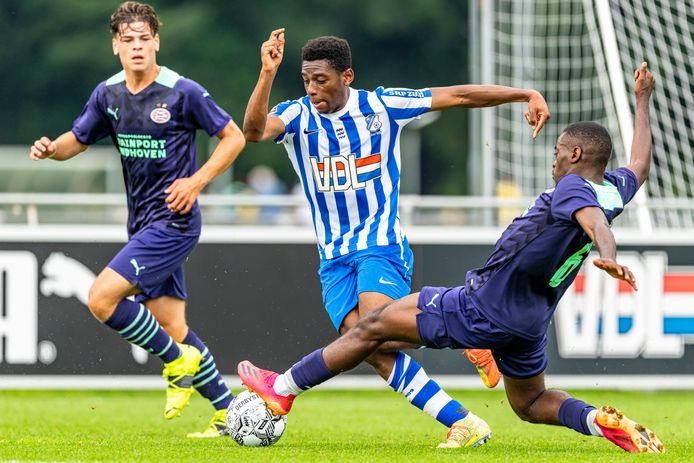 FC Eindhoven oefende onlangs nog met Franck Idumbo-Muzambo tegen Jong PSV, de proefspeler is echter weer vertrokken.
