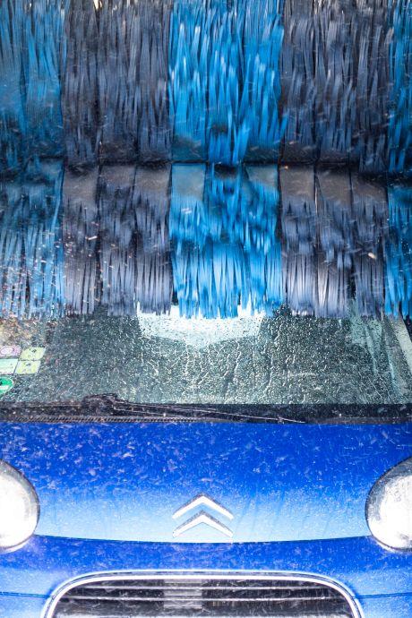 Un homme dans un état grave après avoir été happé par les rouleaux d'un car-wash
