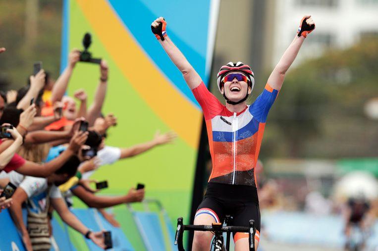 Anna van der Breggen komt op de Spelen in Rio de Janeiro als eerste over de finish.  Beeld AP
