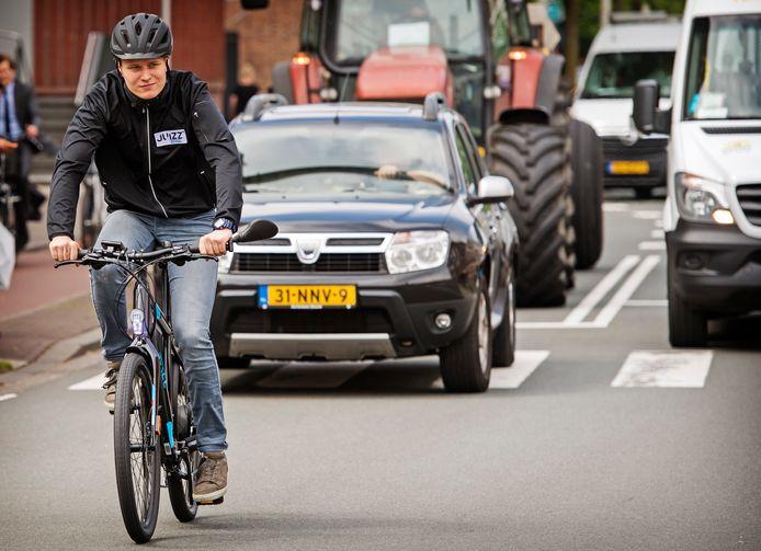 E-bikes zijn in het verkeer iets nieuws, zeker voor ouderen kan dat tot verwarring leiden.