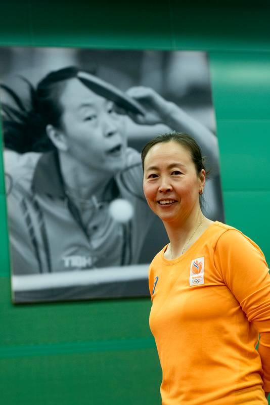 Li Jiao voor een portret van haar in de tafeltennishal op Papendal.
