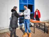 Ecotax uit Willemstad levert de stof, thuiswerkers maken de mondkapjes