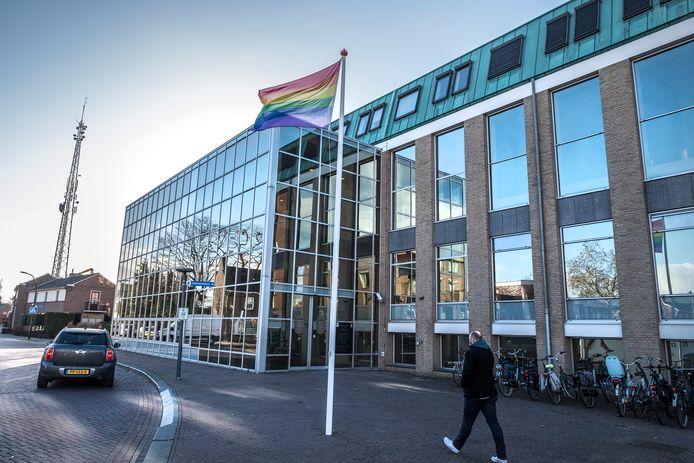 Het gemeentehuis van Cuijk wordt niet geschikt geacht om dienst te doen als gemeentehuis voor de fusiegemeente Land van Cuijk.